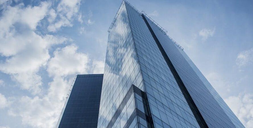 Mieszkanie w wieżowcu – czy warto kupić?